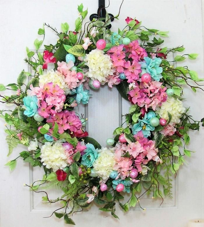 Osterkranz Basteln Aus Blumen Um Fruhling Und Ostern Zu Begrussen