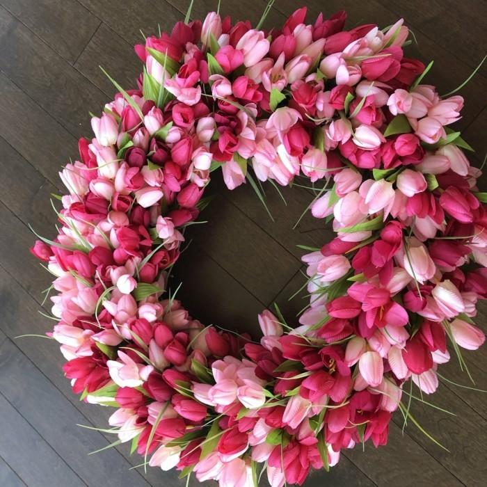 osterkranz basteln wunderschön viele tulpen verschiedene farben