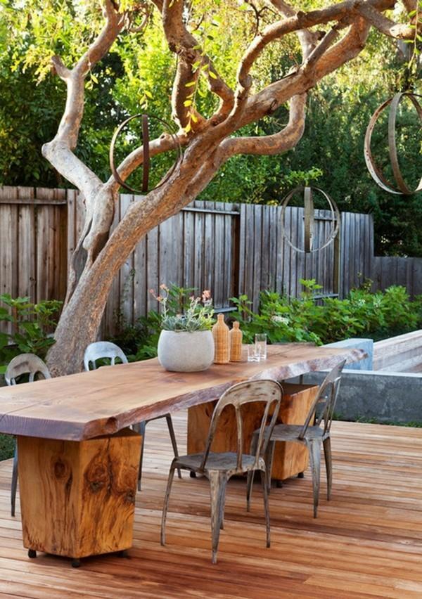 Rustikale deko im garten 35 reizvolle ideen f r mehr for Holztisch garten