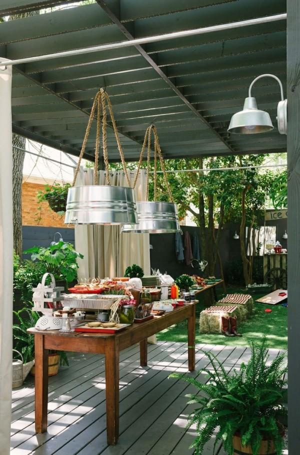 rustikale deko hängelampen holztisch pflanzen