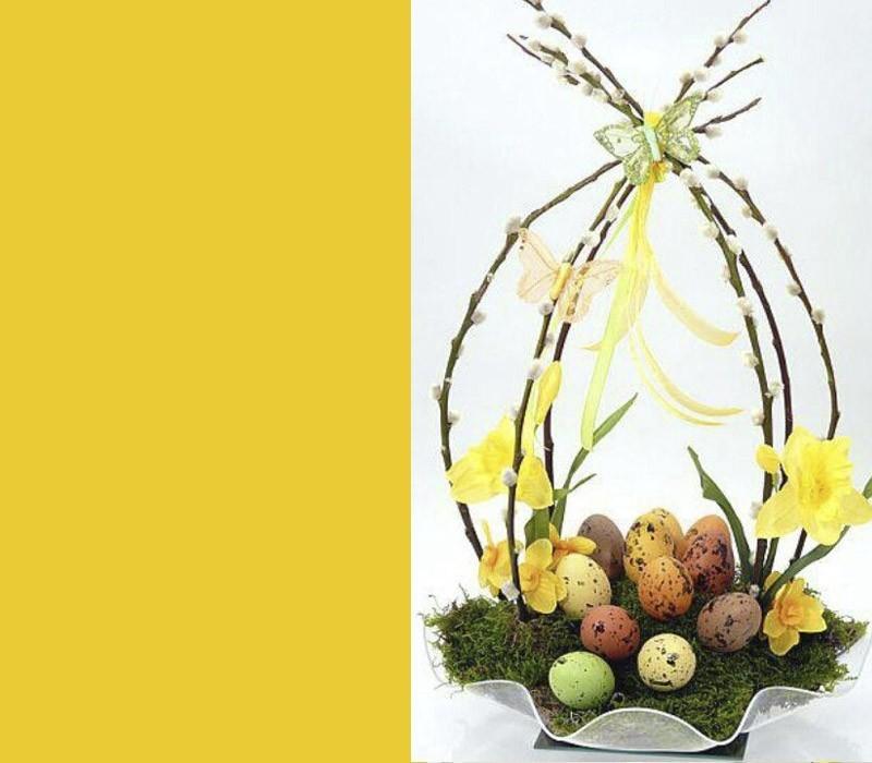 schöne Osterdeko bunte Eier viel Gelb