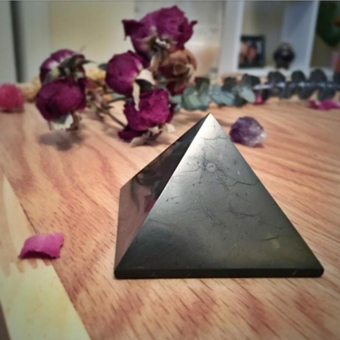 schungit pyramide wirkung im büro