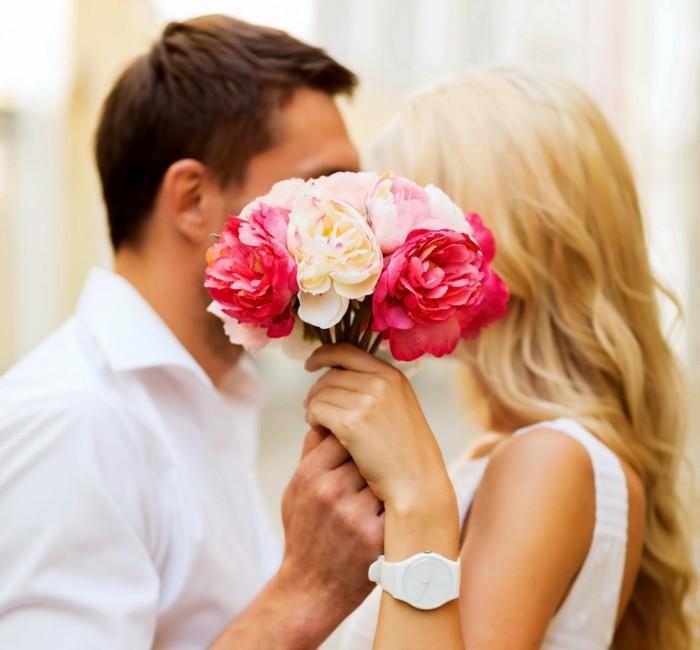 valentinstag blumen liebespaar blumenstrauß