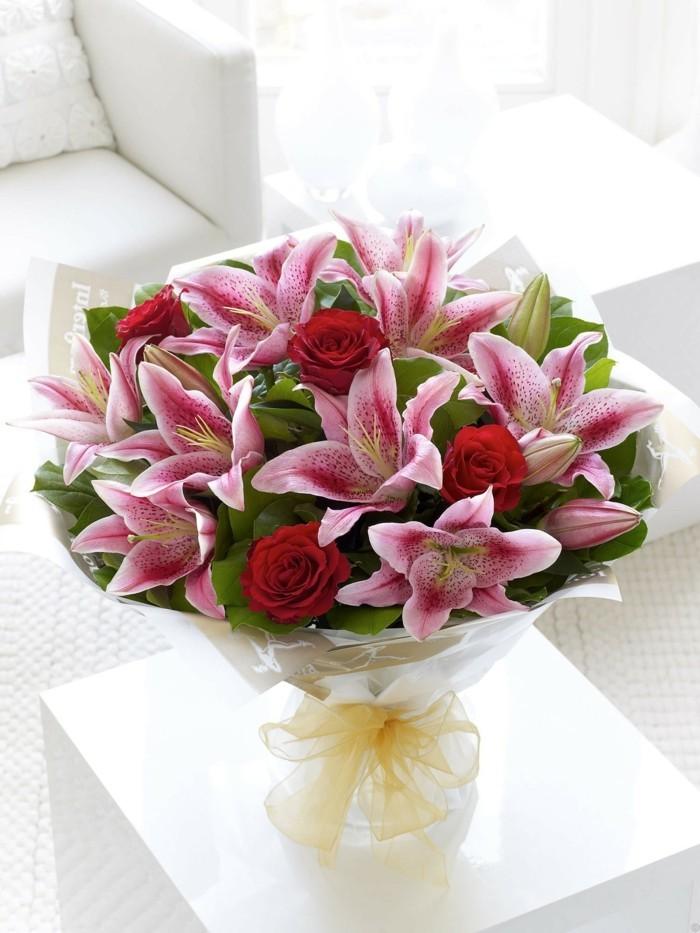 valentinstag blumen verschenken blumenstrauß ideen rosen lilien