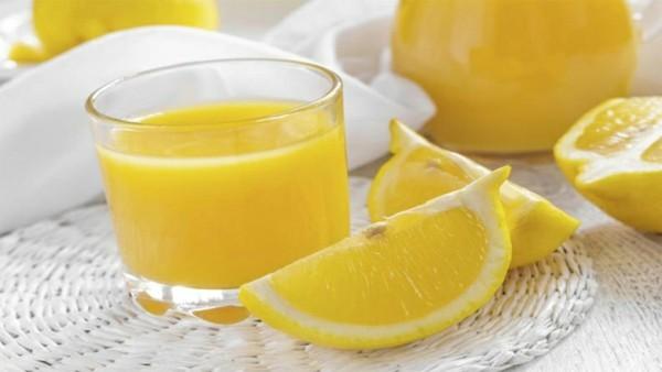 zitrone im schlafzimmer gesunder saft trinken