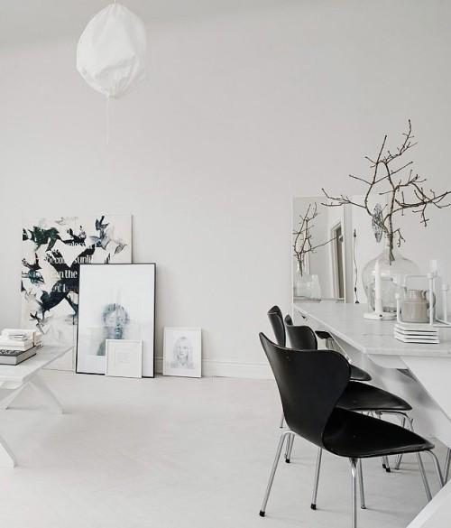 Behagliches Wohnzimmer weiß schwarz skandinavisches Design