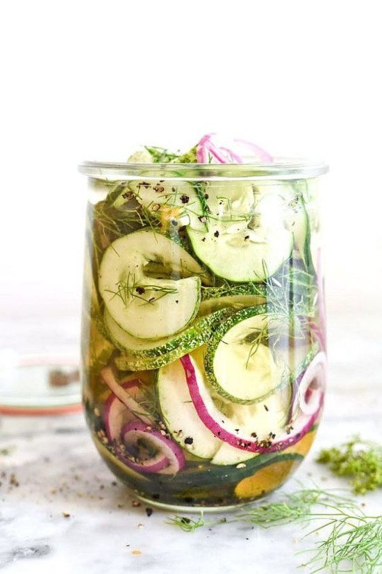Gartenkräuter Dill Einmachglas konserviertes Gemüse Gurken