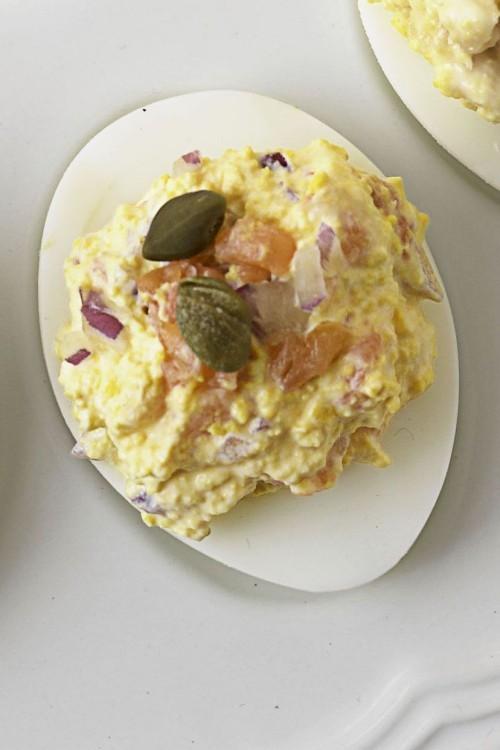 Gefüllte Eier mit geräuchertem Lachs für höchste Ansprüche