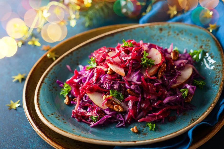 Gesunde Lebensmittel frischer Salat Rotkohl