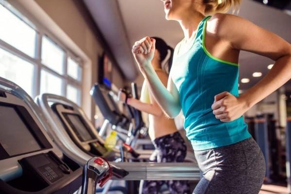 Gesunde Sporternährung Training im Fitnessstudio nicht übertreiben
