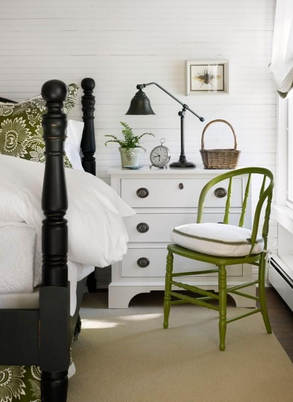 Möbel Schlafzimmer weiße Kommode schwarze Lampe