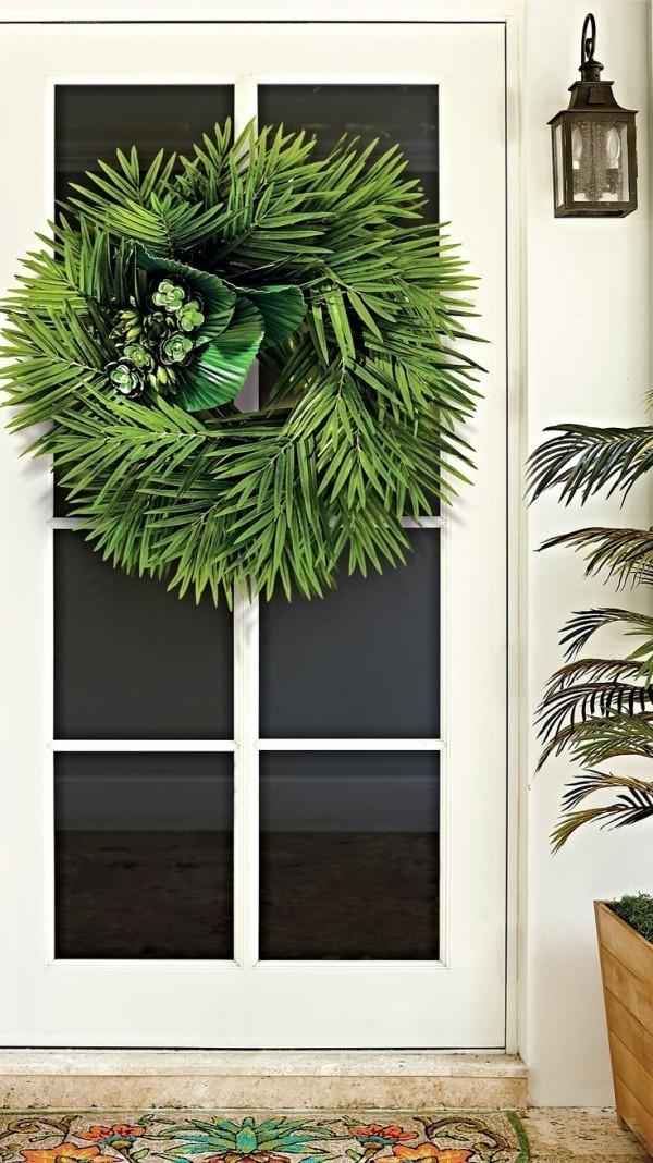 Palmsonntag feiern Palmzweigen zum Kranz binden Haustür schmücken