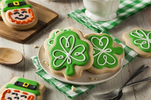 Süßigkeiten Kuchen symbolisches Kleeblatt grün dominiert