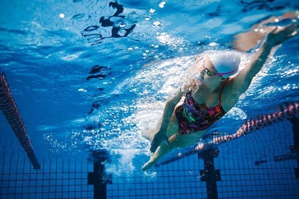 Schwimmen perfektes Training nie mit vollem Magen