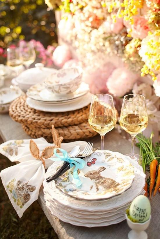 Tischdeko Ostern Eierbecher schönes Geschirr Blumen