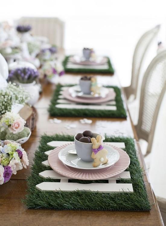 Tischdeko Ostern Stil und Geschmack zeigen schön dekoriert Blumen Grün Hasen Schokoeier