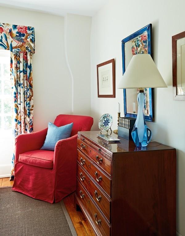 Weiß Benjamin Moore Cloud White (CC-40) traditionelle Möbel