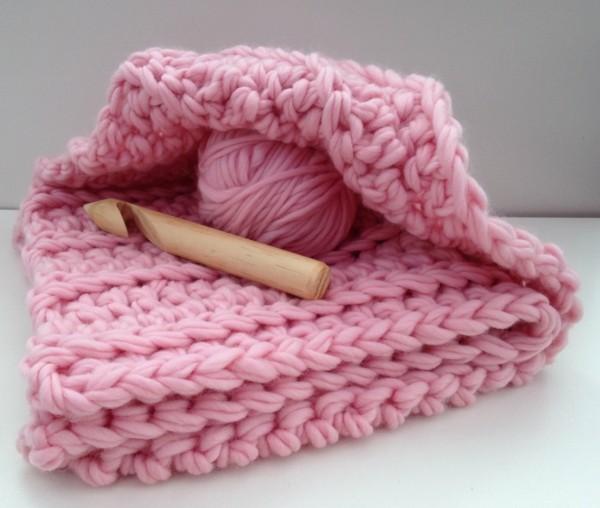 deko ideen strickdecke in rosa