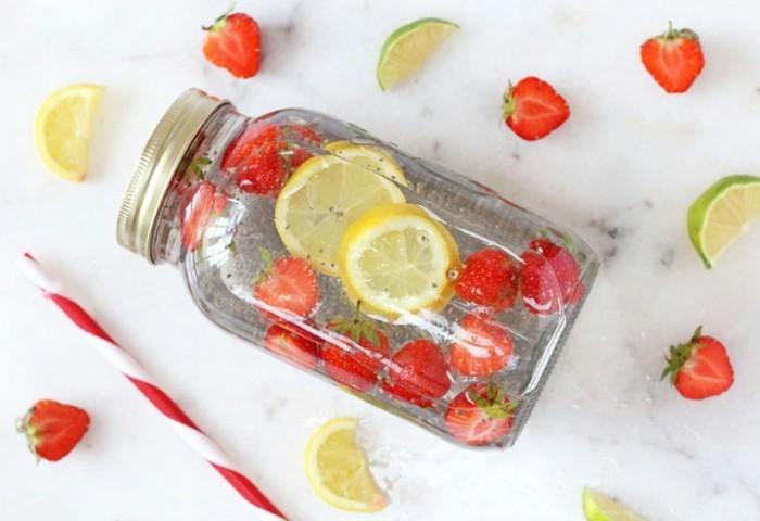 detox wasser heilfasten erdbeeren zitrone gesund