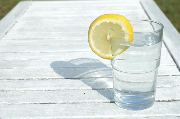 detox zitronenwasser trinken entschlacken