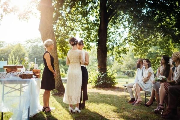 einfache zeremonie für eine gartenhochzeit