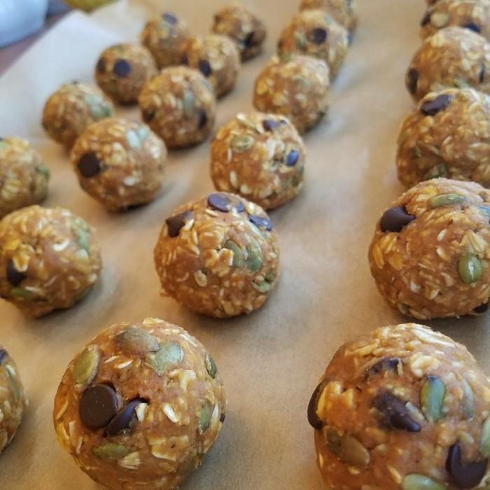 energy balls rezept kürbiskerne schokochips haferflocken