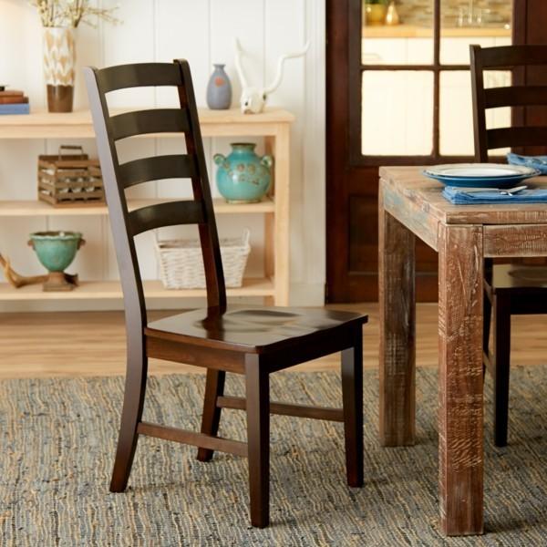 esszimmermöbel rustikaler holztisch hölzerne stühle