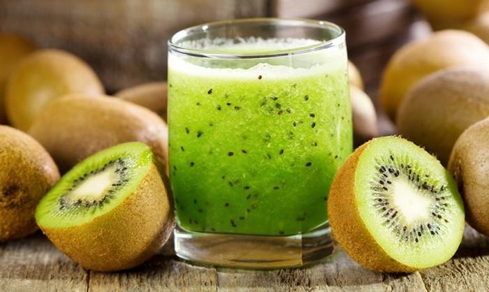 frischgepresster saft kiwi gesund natürliche wachmacher