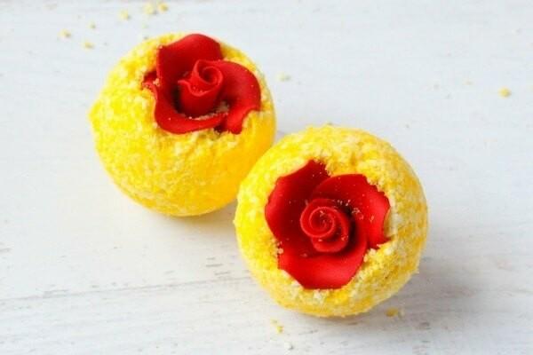 gelbe badekugeln selber machen rote rose