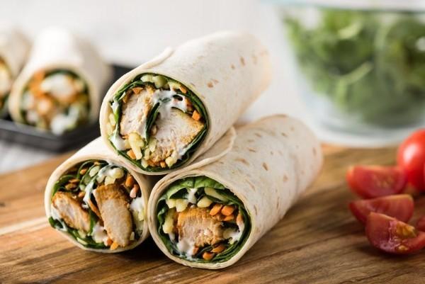 hähnchen, käse, tsatsiki und salat wraps rezepte