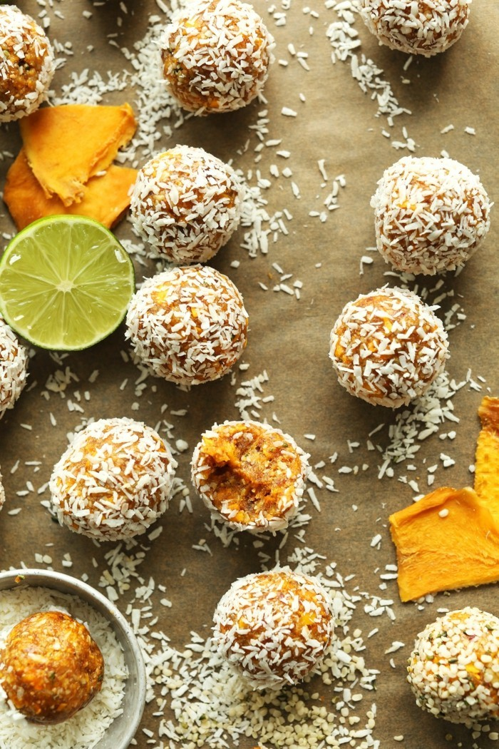 mango limette enerty balls rezept mit kokosflocken