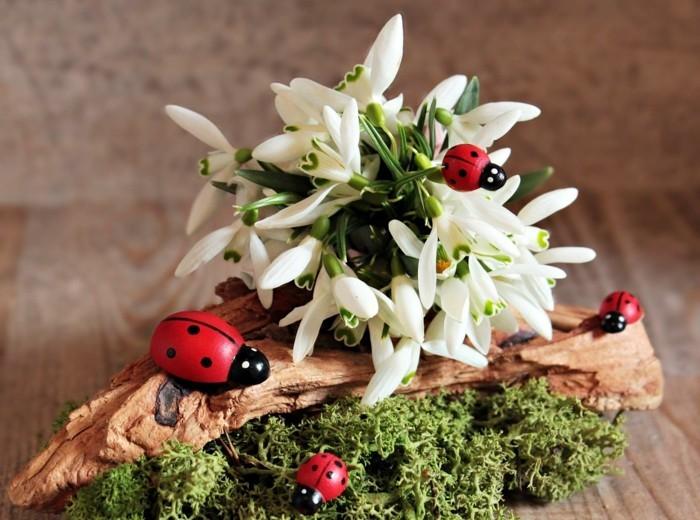 mit moos dekorieren fruelingsdeko naturmaterialien scheegloeckegestalten mit moos