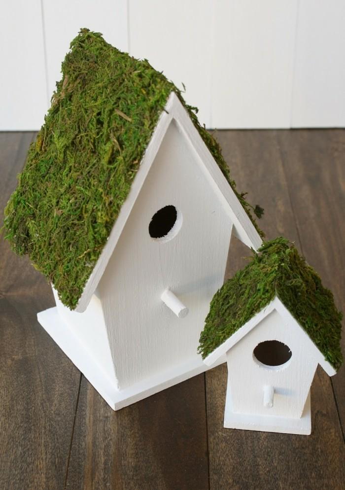 mit moos dekorieren fruelingsdeko naturmaterialien vogelhaus gestalten mit moos