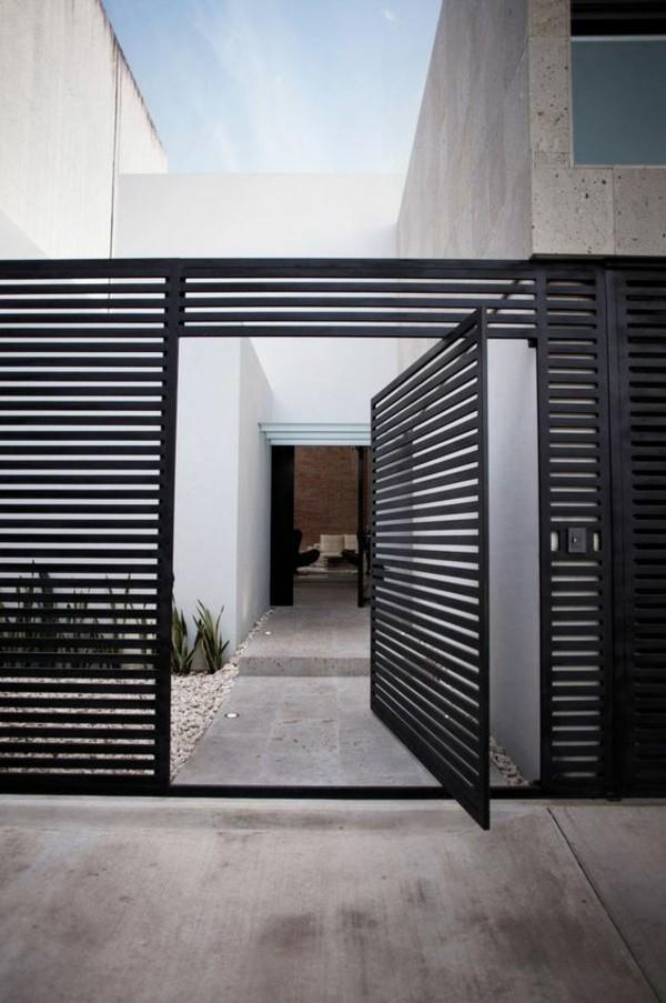 moderne fassadengestaltung gitter in schwarz