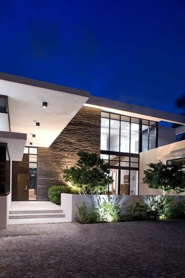 moderne fassadengestaltung 50 inspirierende haust ren und eing nge. Black Bedroom Furniture Sets. Home Design Ideas