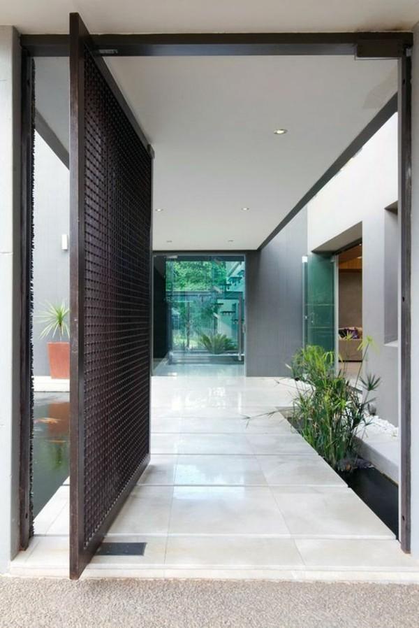 moderne fassadengestaltung schwarze tür und glas