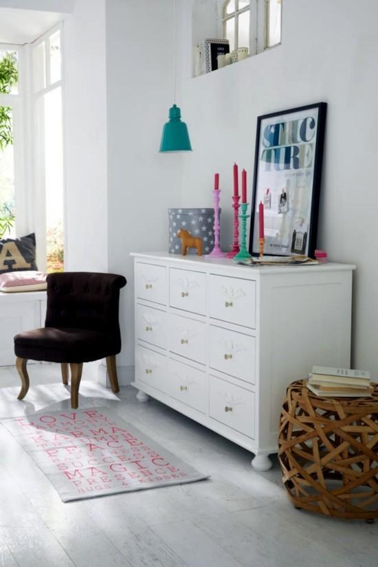 moderne kommode weiß dekoriert ornamente