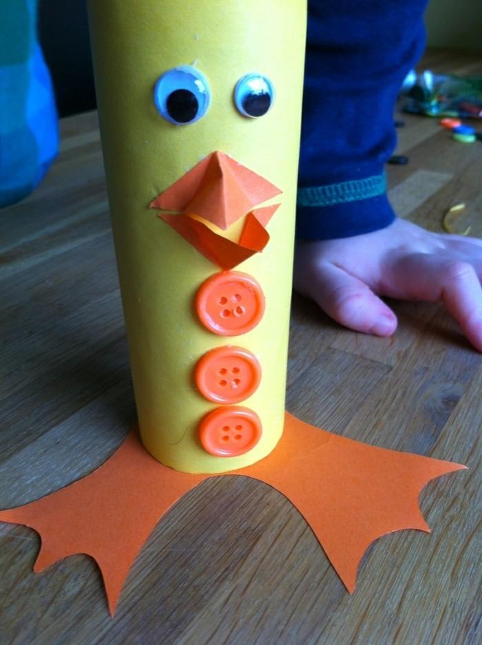 osterdeko selber machen basteln mit klopapierrollen vogel