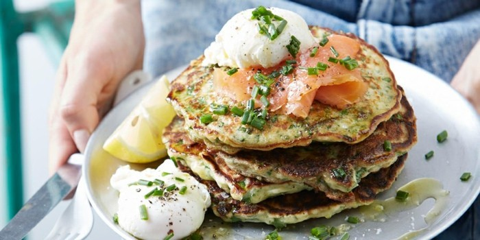osterrezepte kartoffelpuffer poschierte eier lachs frühlingszwiebel