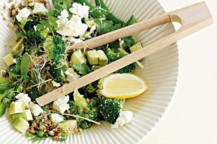 osterrezepte osterbrunch ostersalat avocado brokkoli zitrone fetakäse