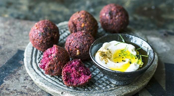 rote bete falafel hummus veganes frühstück osterbrunch