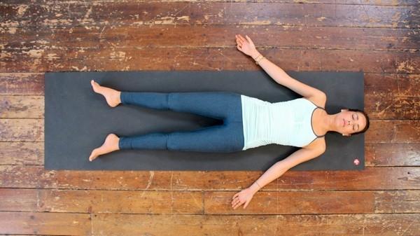 savasana yoga tipps zum einschlafen