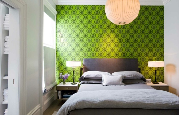 tapeten schlafzimmer ideen akzentwand grünes muster