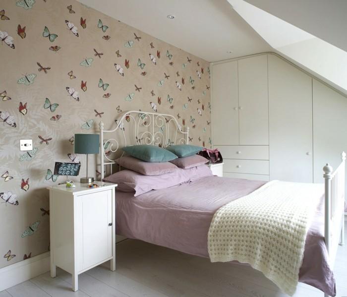 tapeten schlafzimmer ideen schönes muster schmetterlinge rosa akzente