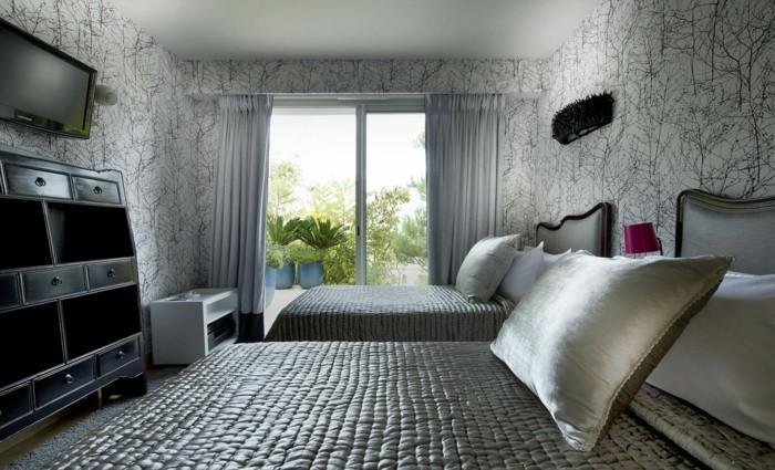 tapeten schlafzimmer ideen stilvolles muster graue bettwäsche
