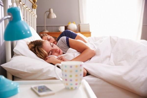 tipps zum einschlafen tee trinken schlafmodus handy