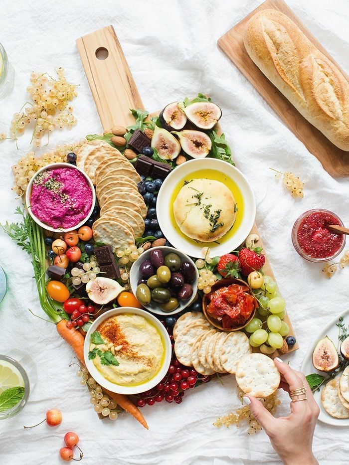 veganes frühstück osterbrunch ideen obst gemüse brot hummus