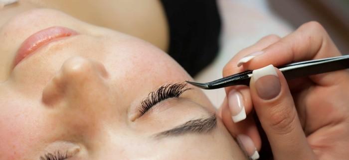 wimpernlaminierung schöne frau eyelashes