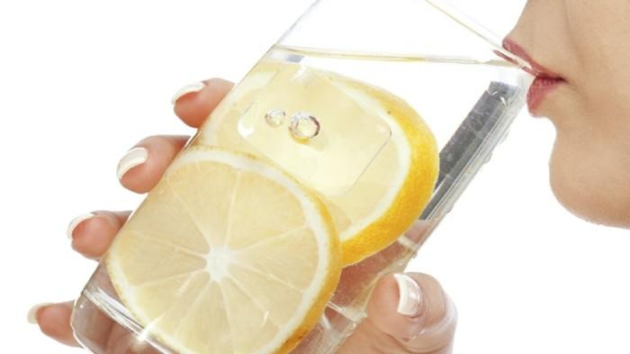 zitronenwasser trinken als detox kur