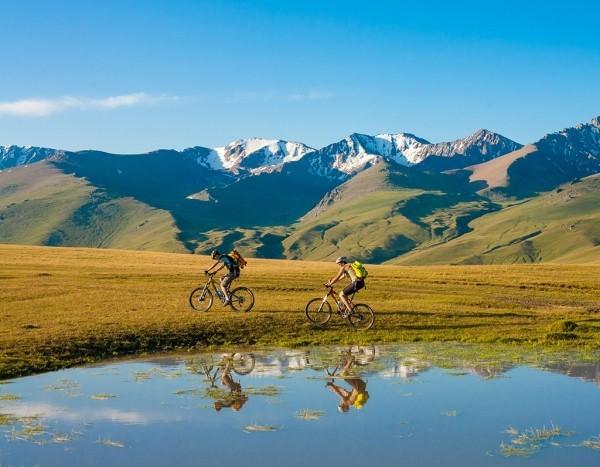 Abenteuer mit Rucksack Fahrrad reisen die Welt erkundigen